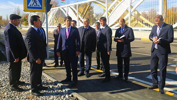 Рустам Эмомали открыл мост в районе сино города Душанбе - Sputnik Тоҷикистон