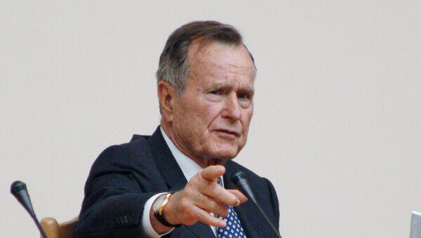 Экс-президент США Джордж Буш - Sputnik Тоҷикистон