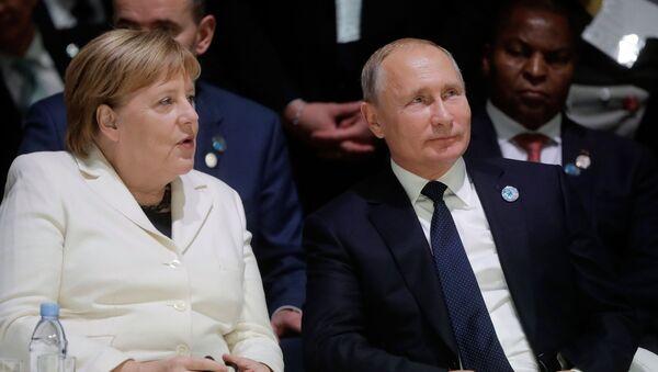 Президент РФ Владимир Путин и канцлер ФРГ Ангела Меркель - Sputnik Таджикистан
