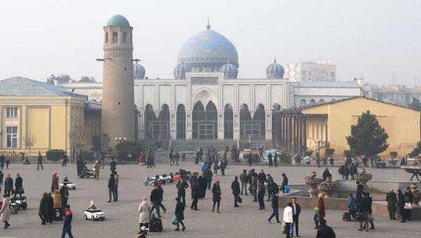 Главная мечеть в городе Худжанде перед рынком Панчшанбе в Таджикистане, архивное фото - Sputnik Тоҷикистон