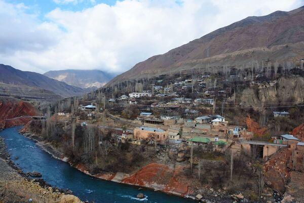 Кишлак Хушекат Айнинского района Таджикистана, архивное фото - Sputnik Таджикистан