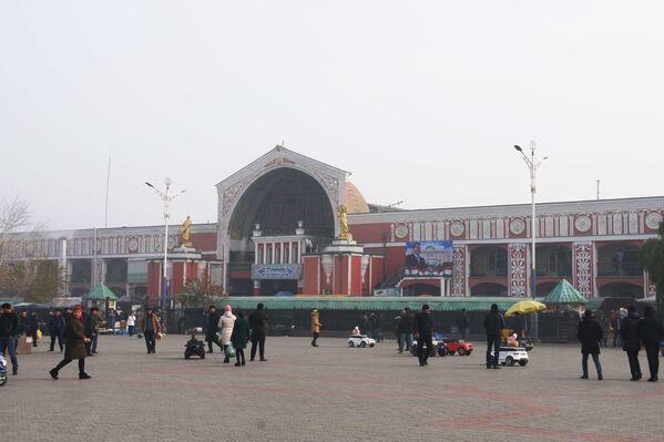 Здание базара Панчшанбе в городе Худжанде, Таджикистан, архивное фото - Sputnik Таджикистан