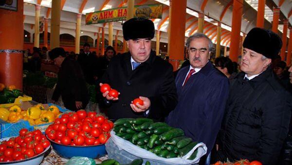 Председатель Согдийской области Раджаббой Ахмадзода посетил рынок Панчшанбе - Sputnik Тоҷикистон