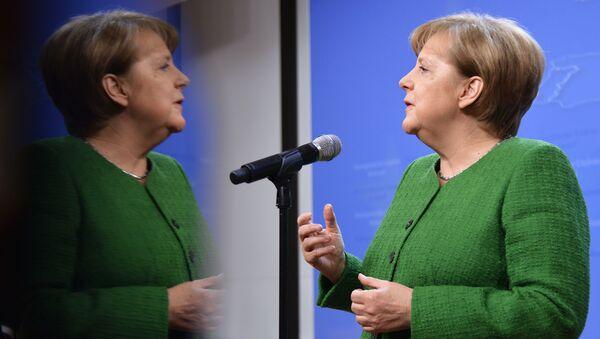 Канцлер Германии Ангела Меркель во время саммита ЕС в Брюсселе - Sputnik Тоҷикистон