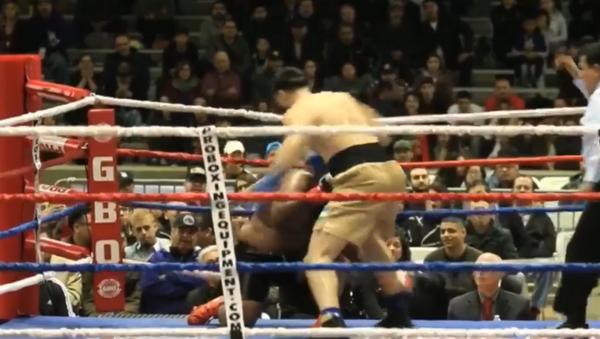 Узбекский боксер нокаутировал соперника в первом же раунде - Sputnik Тоҷикистон