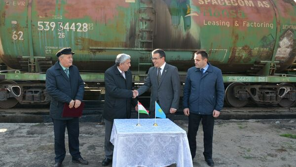 Казахстан оказал Таджикистану гуманитарную помощь на сумму $1,5 млн - Sputnik Тоҷикистон