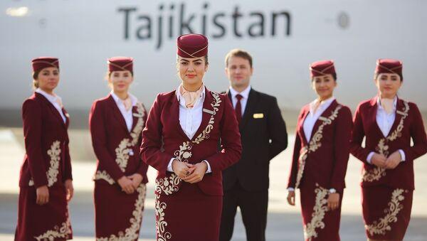 Сомон Эйр представила новую униформу для бортпроводников и пилотов - Sputnik Таджикистан