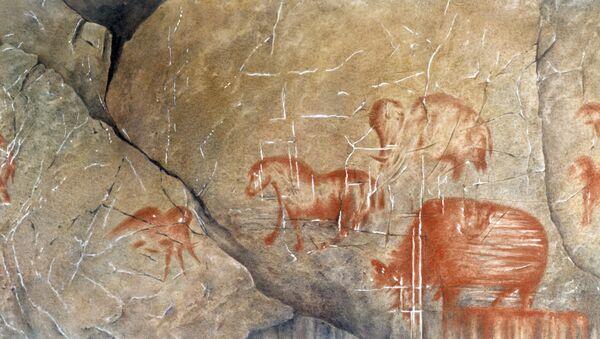 Наскальные рисунки первобытного человека эпохи палеолита, архивное фото - Sputnik Таджикистан