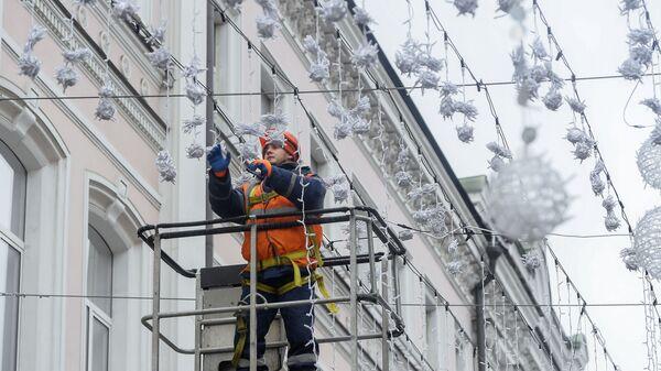 Монтаж новогодних конструкций в Москве  - Sputnik Таджикистан