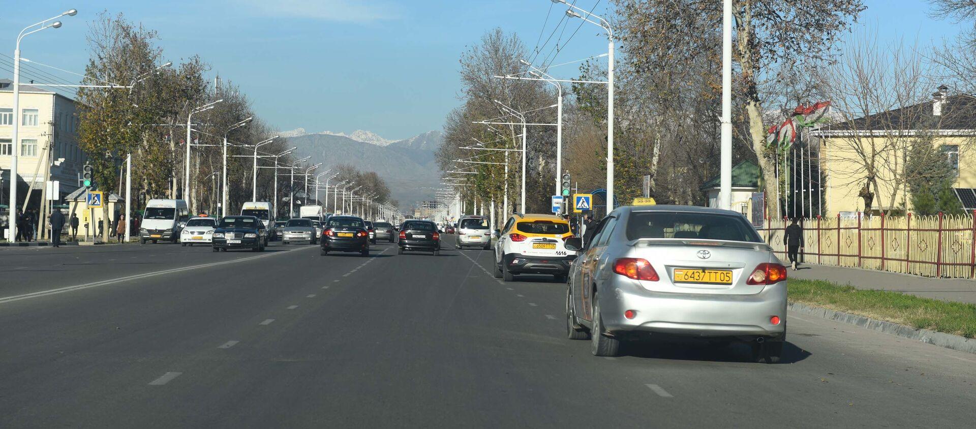 Движение на улице Душанбе - Sputnik Таджикистан, 1920, 14.07.2020