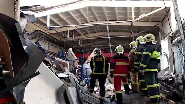 Кровля производственного здания обрушилась в Дзержинском - Sputnik Таджикистан