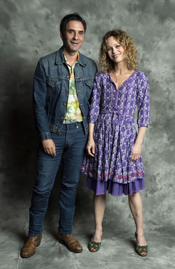 Писатель и актер Самюэль Беншетри и актриса Ванесса Паради - Sputnik Таджикистан