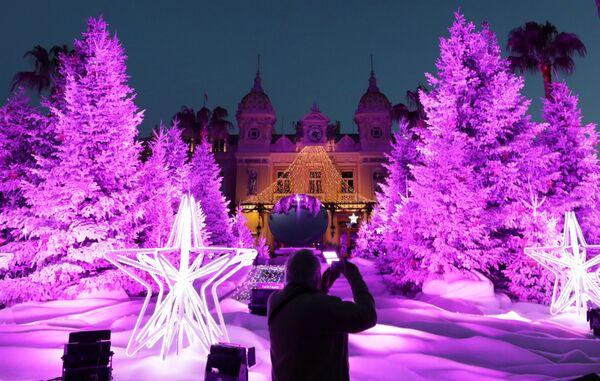 Рождественские елки у казино Монте-Карло в Монако - Sputnik Таджикистан