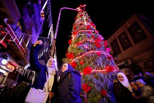 Рождественская ель в Дамаске  - Sputnik Таджикистан