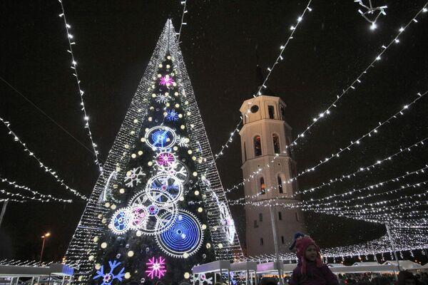 Рождественская ель в Вильнюсе  - Sputnik Таджикистан