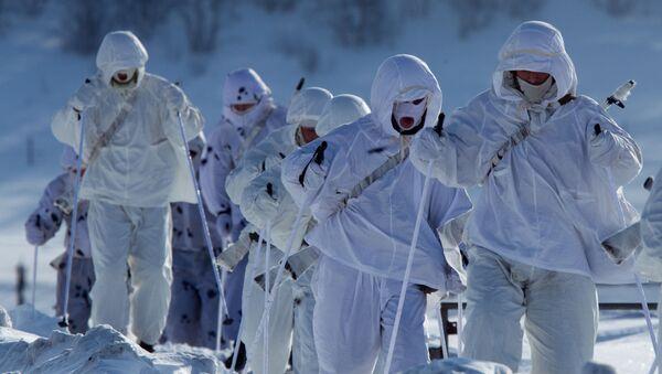Военнослужащие во время марш-броска - Sputnik Таджикистан