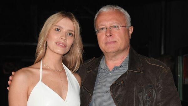 Александр Лебедев и его супруга модель Елена Перминова - Sputnik Таджикистан