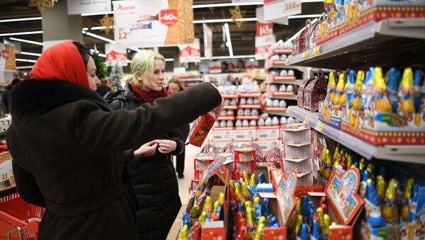 Покупатели в гипермаркете Ашан - Sputnik Таджикистан