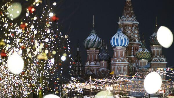 ГУМ-ярмарка на Красной площади в Москве - Sputnik Таджикистан