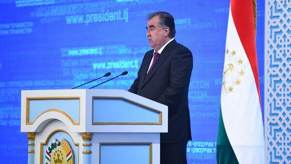 Президент Таджикистана Эмомали Рахмон в обращении к Парламенту - Sputnik Таджикистан