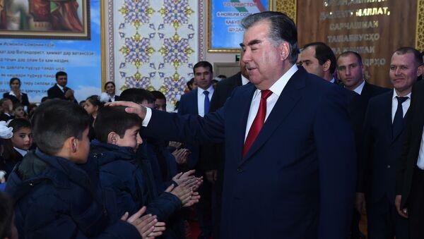 Рахмон в школе-интернате №1 для детей-сирот в городе Душанбе - Sputnik Тоҷикистон