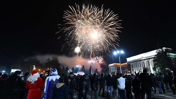 Празднование Нового года в центре Душанбе - Sputnik Таджикистан