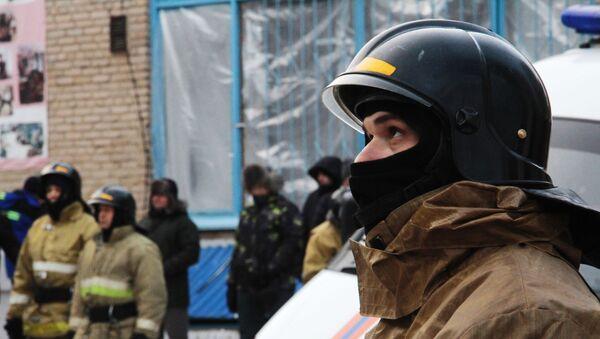 Сотрудники МЧС РФ на месте обрушения одного из подъездов жилого дома  - Sputnik Таджикистан