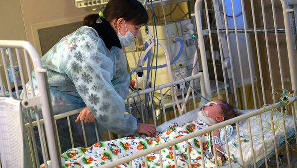 11-ти месячный Ваня Фокин в НИИ неотложной детской хирургии и травматологии  - Sputnik Тоҷикистон