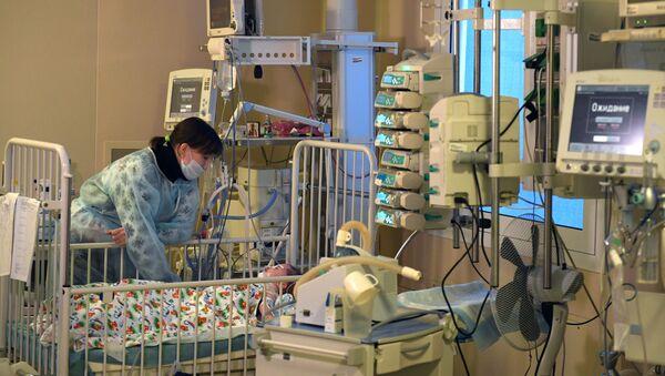 11-ти месячный Ваня Фокин в НИИ неотложной детской хирургии и травматологии  - Sputnik Таджикистан