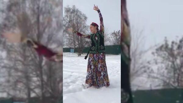 Новогодний танец таджички - видео - Sputnik Таджикистан