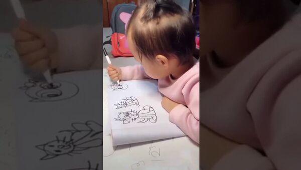 Маленький ребенок рисует на бумаге лучше любого взрослого - Sputnik Таджикистан