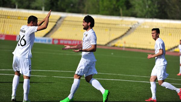 Защитник таджикского футбольного клуба Истиклол и сборной Таджикистана  Сиёвуш Асроров   - Sputnik Таджикистан