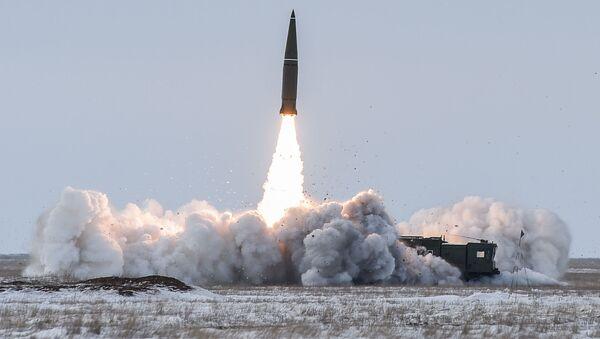 Пуск баллистической ракеты ОТРК Искандер-М с полигона Капустин Яр - Sputnik Таджикистан