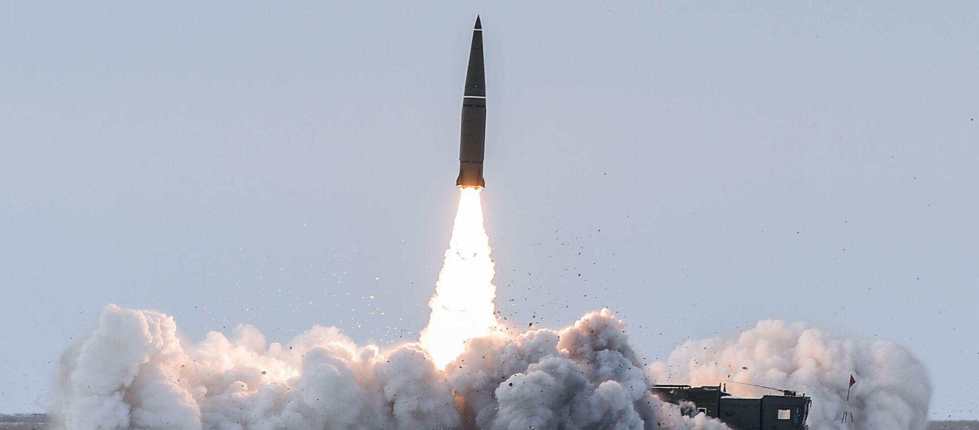 Пуск баллистической ракеты ОТРК Искандер-М с полигона Капустин Яр - Sputnik Таджикистан, 1920, 29.07.2020