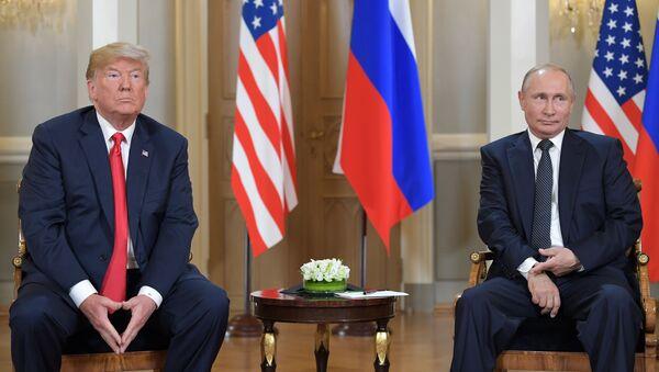 Президент РФ Владимир Путин и президент США Дональд Трамп, архивное фото - Sputnik Таджикистан
