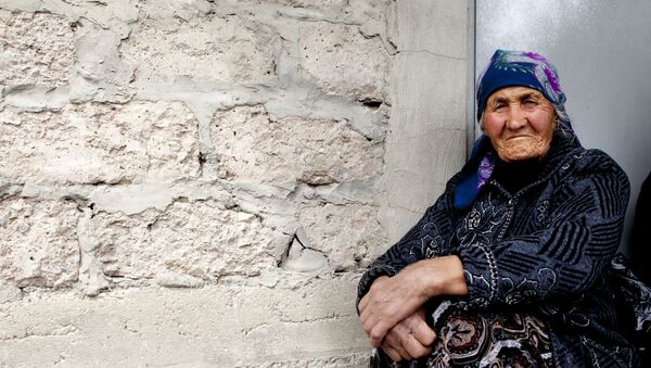 Бабушка в платке, архивное фото - Sputnik Таджикистан