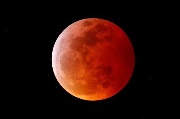 Полное лунное затмение в Калифорнии  - Sputnik Таджикистан