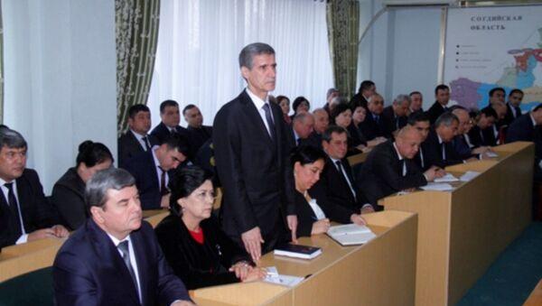 Глава Согдийской области Раджаббой Ахмадзода представил своего нового первого зама  Хол Хайдара - Sputnik Тоҷикистон