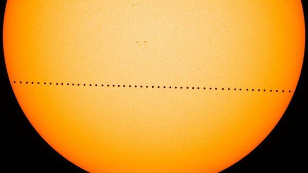 Прохождение Меркурия по диску Солнца - Sputnik Таджикистан
