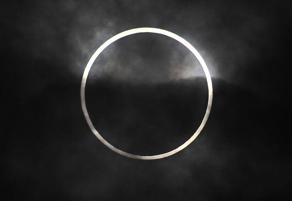 Огненное кольцо вокруг Луны, архивное фото - Sputnik Таджикистан