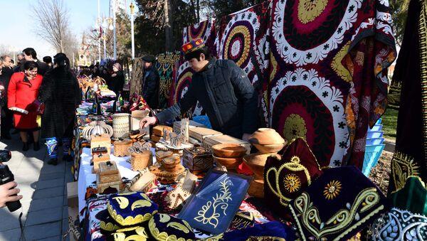 Выставка народных промыслов на празднике Сада в Душанбе - Sputnik Тоҷикистон
