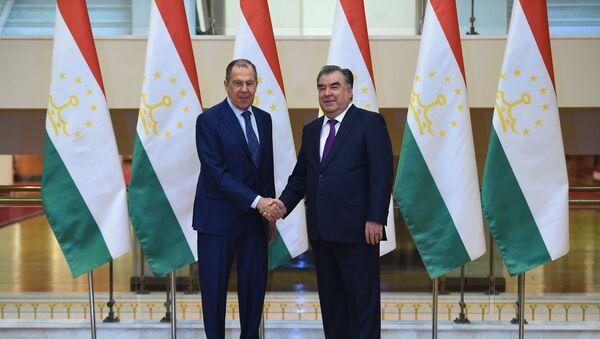 Президент Таджикистана Эмомали Рахмон и министр иностранных дел России Сергей Лавров - Sputnik Тоҷикистон