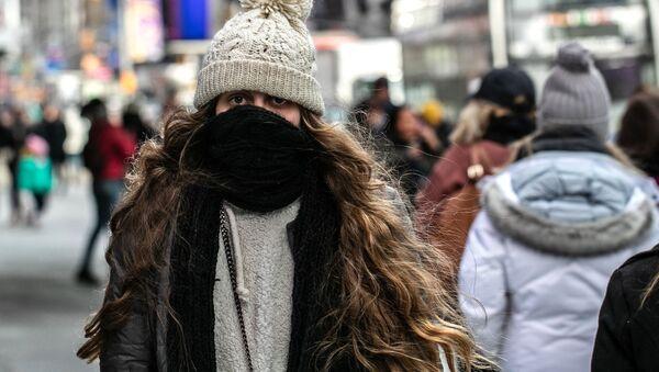 Девушка в холодную погоду, архивное фото - Sputnik Таджикистан