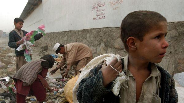 Афганские дети собирают переработанные материалы для сжигания дров - Sputnik Тоҷикистон