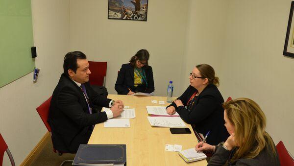 Посол Таджикистана в Британии обсудил вопросы открытия авиасобщения между Лондоном и Душанбе  - Sputnik Тоҷикистон
