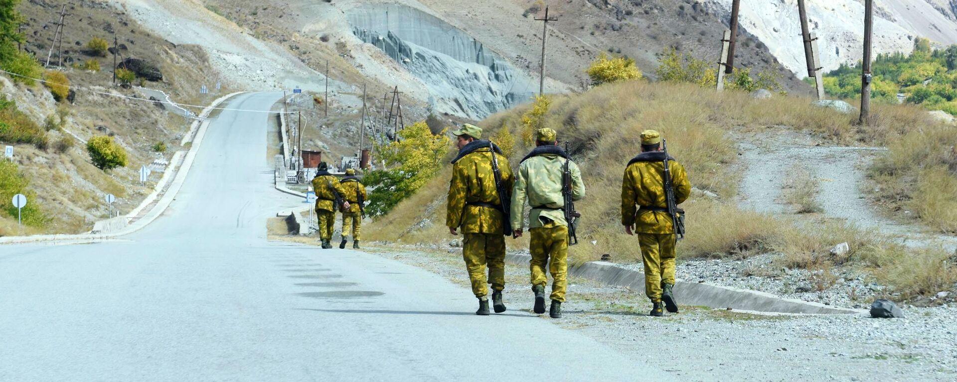 Пограничники на таджикско-афганской границе - Sputnik Таджикистан, 1920, 06.09.2021