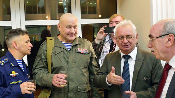 Посол РФ в Афганистане Александр Мантыцкий с российскими ветеранами в Кабуле. Полковник Владимир Ерсак (слева). - Sputnik Таджикистан