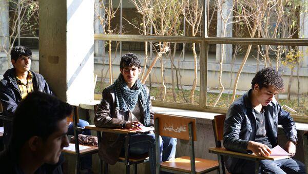Студенты на паре в Кабуле - Sputnik Таджикистан