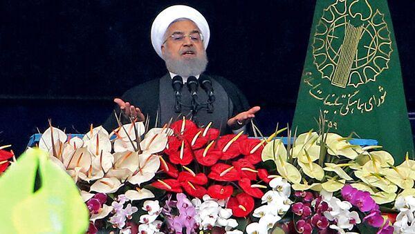 Президент Ирана Хасан Рухани произносит речь во время празднования 40-й годовщины Исламской революции 1979 года в Тегеране - Sputnik Тоҷикистон