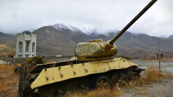 Панджшерское ущелье - Ахмад шах Масуд (мавзолей) и советские танки по-прежнему рядом - Sputnik Таджикистан